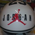 personalizzazione casco con adesivo prespaziato